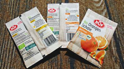Backzutat: RUF Bio Orangen- und Zitronenschalenabrieb im Tütchen. Bild K.D. Michaelis