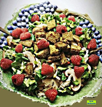 Rezeptvorschau: Selbstgemachter Himbeer-Feldsalat mit Hähnchen und warmen, gerösteten Brotwürfeln/Croûtons nach einem Kochrezept aus Dinkel-Dreams 2 von K.D. Michaelis