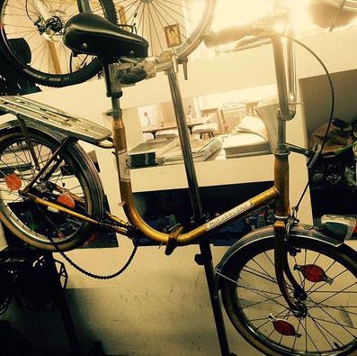 Klapprad vorher gold Fahrradcafé Hannover