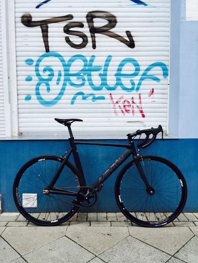 Aventon Mataro Low Hannover Fahrradcafé Nordstadt Graffiti