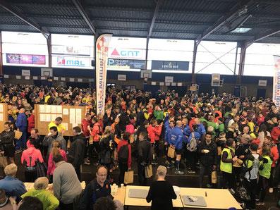 Nach dem Lauf / Siegerehrung in der Sporthalle Bailleul – Foto: Viefhues