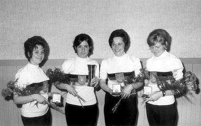 Deutscher Meister 1970: Erika Miller (Fritz); Brigitte Stenzel (Stelzer); Brigitte Poraska (Gutsche); Margot Bux (Schiele) (v. links)