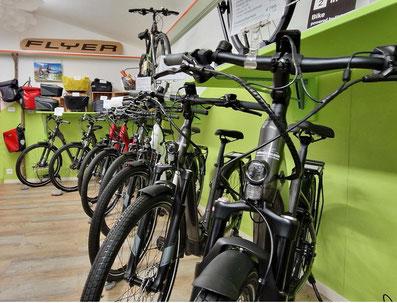 E-Bikes und E-Mountainbikes FLYER mieten und testen im E-Bike Center Veloatelier Wimmis bei Spiez
