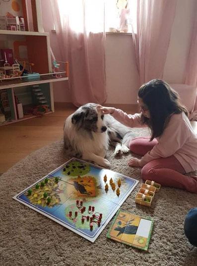 Milah und Aussie Teddy beim Spielen