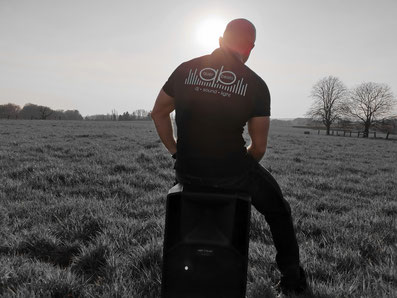 DJ Tobias Jechalik am auflegen