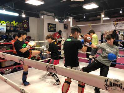 GRABS kickboxing studio 一般トレーニング
