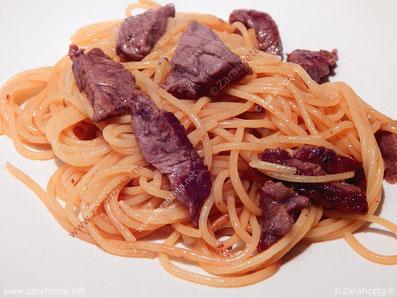 Zarahzetas Lebenskunst mit Paprikagemüse und Fleisch