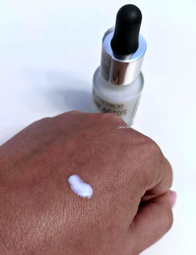 Texture primer viso hd active performance catrice su dorso mano