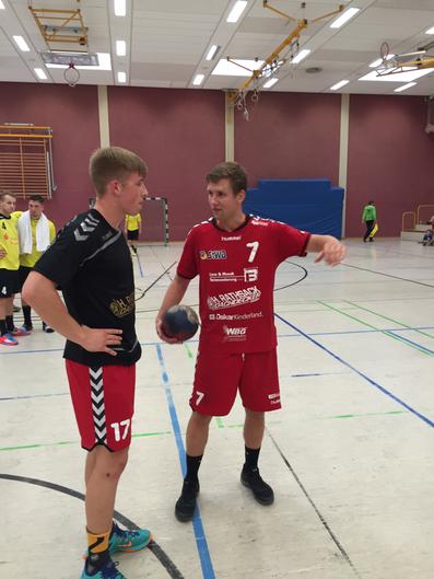 Felix Richter nutzt die Pause für Tipps an Marcus Tietz