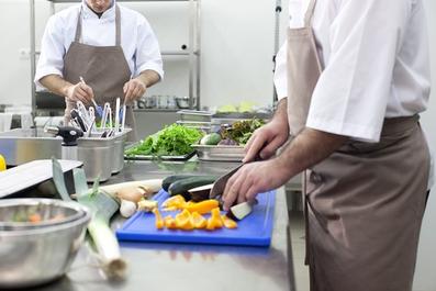 食中毒を防ぐほどの優れた除菌効果が期待できる強酸性水。食材、食器、調理器具の洗浄・除菌にお役立てください。