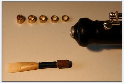 Englischhornhülsen mit Kork passen genau in die Öffnung der Oboe.
