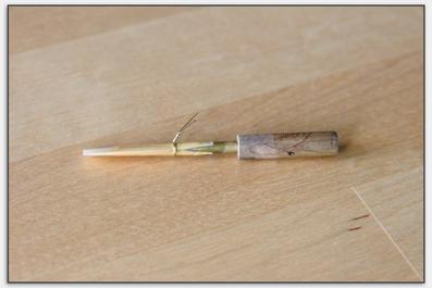 Das Rohr wird mit einer Zwinge fixiert dadurch kann die Wicklung entfernt werden.