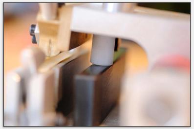 Der Kunststoffstab hält die empfindlichen Teile auf Abstand