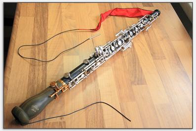 Der Wischer aus Seide lässt sich wesentlich weiter in die Oboe ziehen.