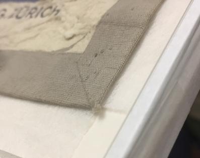 Bild rahmen lassen, Päckli; Glas Distanzleiste und Verbundplatte staubdicht abgeklebt