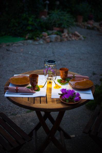 Sonnenglas auf Tisch