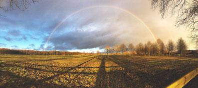 Vor dem Spannungsbogen am Abend erlebte ich in den Stunden vor dem Konzert diesen wunderschönen Regenbogen in der Nähe des Spielortes.