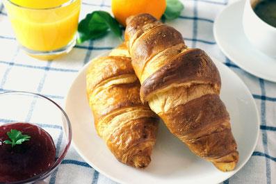 petit dejeuner croissant à la française
