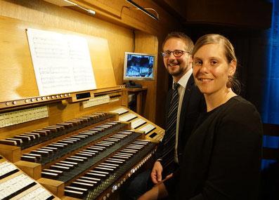 Stefanie Ingenhaag und Gabriel Isenberg sorgten beim Marienstatter Orgeltriduum für ein ungewöhnliches vierhändiges Musikerlebnis. Foto: Ines Bellach
