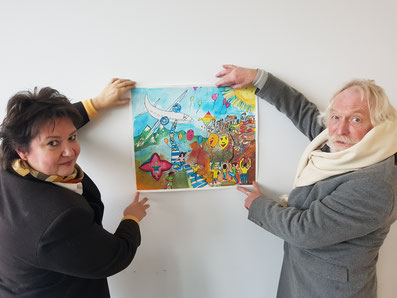 Nach der Jurysitzung in Bielefeld zeigen das Siegerplakat: A. Rehorst und M. Schnell.