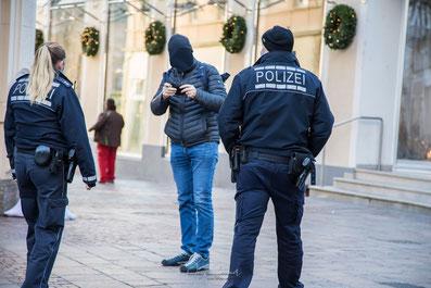 Polizeiliche Personenkontrolle wegen nicht angelegtem Mundschutz