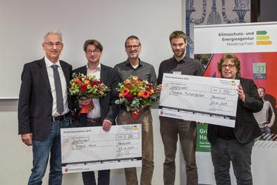 Foto v. links: Lothar Nolte (KEAN), Robert Kern (teilt sich den 3. Platz mit Frau Mutzenbecher), Stephan Kalisch (Planer), Patrick Bienstein (Klimaschutzagentur Weserbergland) und Stefanie Nöthel (Niedersächsisches Umweltministerium)