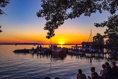 Sonnenuntergang am Chiemsee - Ausflugsziel von den Ferienwohnungen  Alte Gendarmerie Übersee