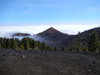 Vorbei an oder über rund 160 Vulkane