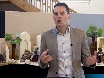 Pfarrer der Ref. Kirche Gossau ZH im Gespräch mit zueriost.ch. Bild: Video-Screenshot von zueriost.ch