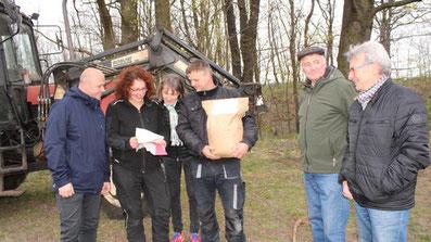 Die Blumenwiese Cantdorf wird von Christina Grätz und ihrem Team vorbereitet.