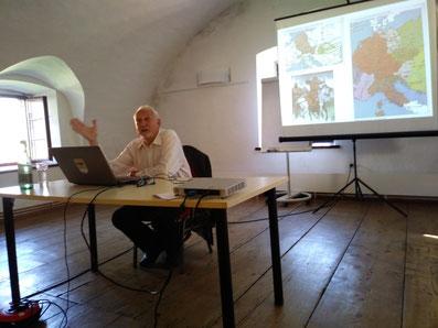 Dr.Dr. Franz Felberbauer: Mauern und Waffen
