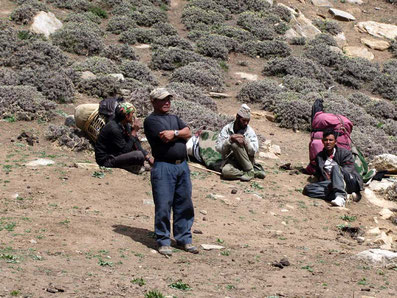 Mon équipe lors d'un trek en autonomie. Le guide au premier plan