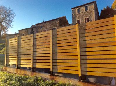 Lames de clôture en châtaignier pose à claire voie