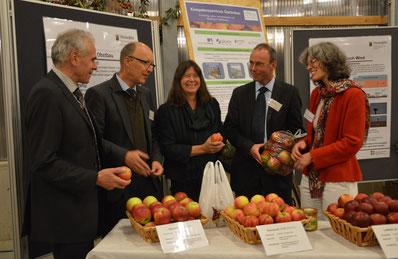 Staatsministerin Ulrike Höfken mit Dr. Günter Hoos, Martin Balmer, Jürgen Lorenz und Dr. Hannah Jaenicke am DLR-RP/KoGa Stand. © G. Baab, DLR-RP