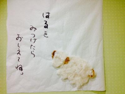 キッズコーナーに掲示した椎名さん作お正月飾り