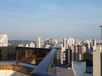 Blick über Sao Paulo von der Dachterrasse unseres Hotels