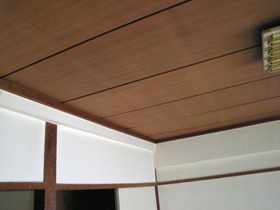 和室にクロスを貼って天井はそのままの部屋、よく行っているリフォーム工事だが差別化は図りにくい