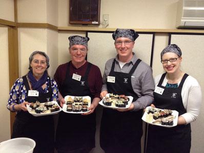 外国人の参加者も多い人気の寿司教室。