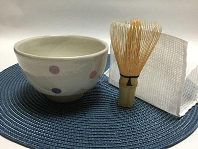 参加者には、自宅での練習やお点前に使える「茶巾・茶筅・茶碗」(3,000円相当)をプレゼント。