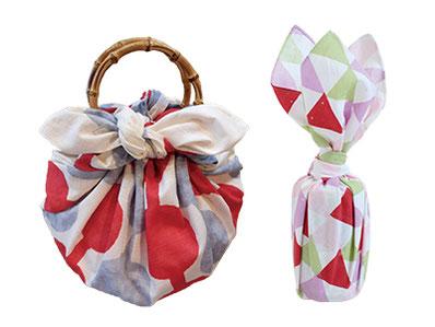 花が咲いたようなステキな包み方や、お祝い事やプレゼントのラッピングに使える結び方など、多彩な風呂敷の使い方を学べます。小粋な柄の風呂敷バッグは、お出かけにもぴったり!
