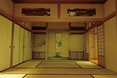 連続講座の会場となる久良岐能舞台は、大正6年に創建された風格と趣のある施設。