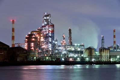 東亜石油京浜製油所のプラント群の夜景