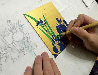2月21日(火)は日本画ならではの岩絵具を使って小さな色紙に植物を描きます。
