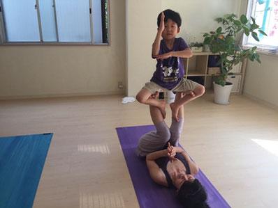 体の使い方やバランス感覚も楽しみながら身に付きます。