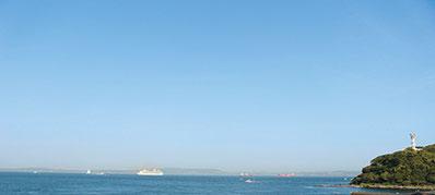東京湾を行き交う船の風景も観音崎の魅力のひとつ。
