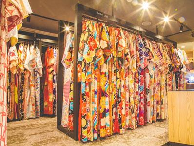 協力:VASARA鎌倉店 今回の特別プランで選べる着物は100種類以上!