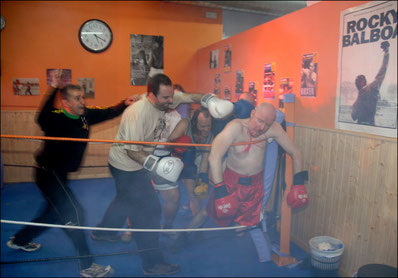 Royal Scumbag Orchestra. Prelude to a Punch. Miki Pannell. Boxing. Sevilla, Spain.