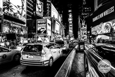 New-York, nyc, big apple, manhattan, time square, lenny, kravitz, cab, taxi, broadway, carcam, je shoote, black and white, noir et blanc, art, street photography, travel