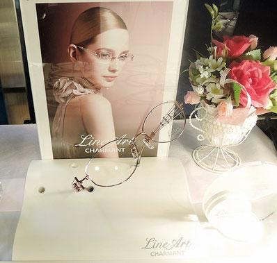 高価格にもかかわらず、当店で新規導入より2か月ちょっとで9本も売れた異例の人気メガネフレーム。