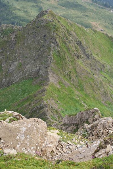 Der Blick zurück hinunter über den Grat zum Kleinen Trieb